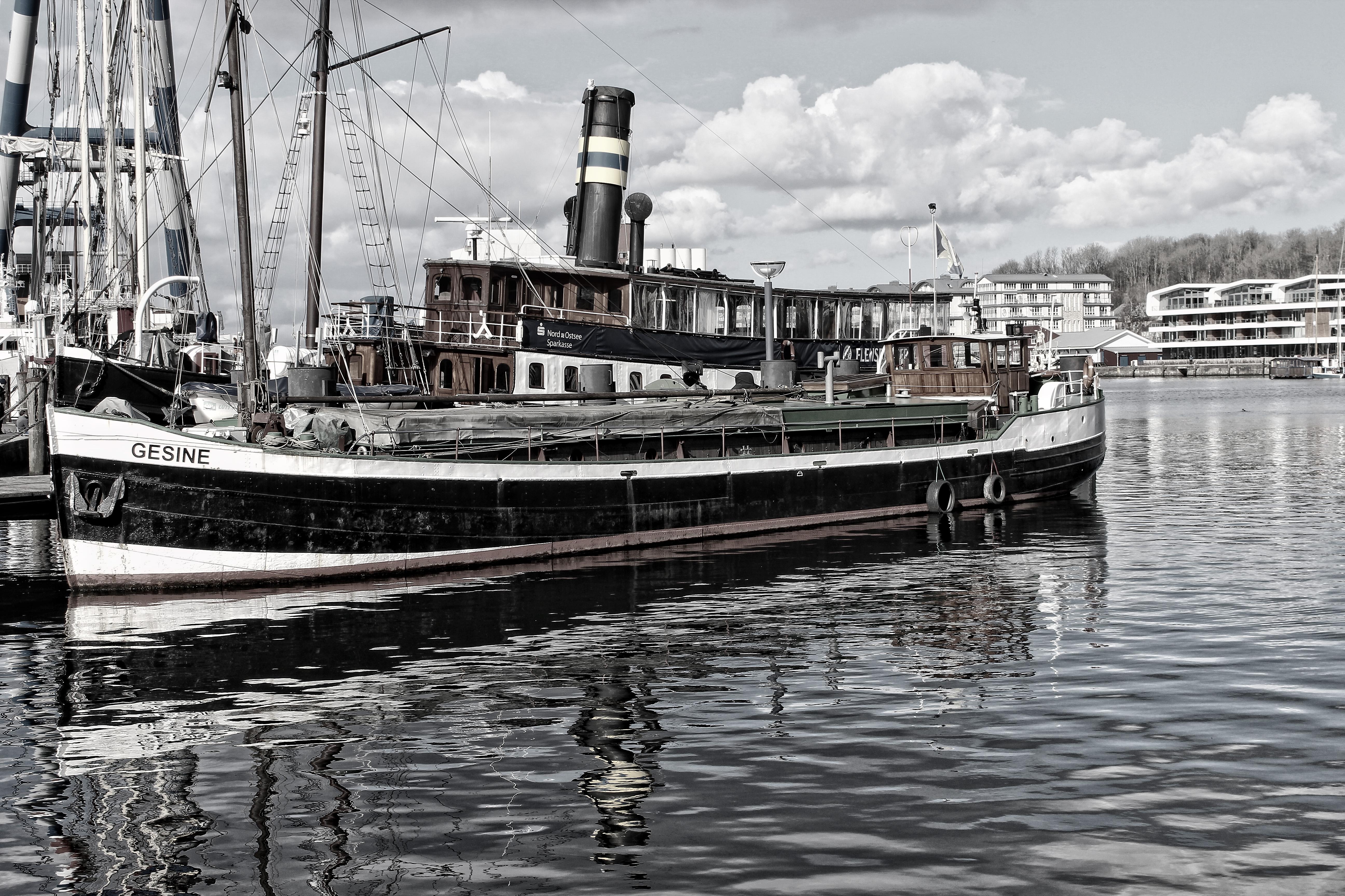 Im Hafen / at the port