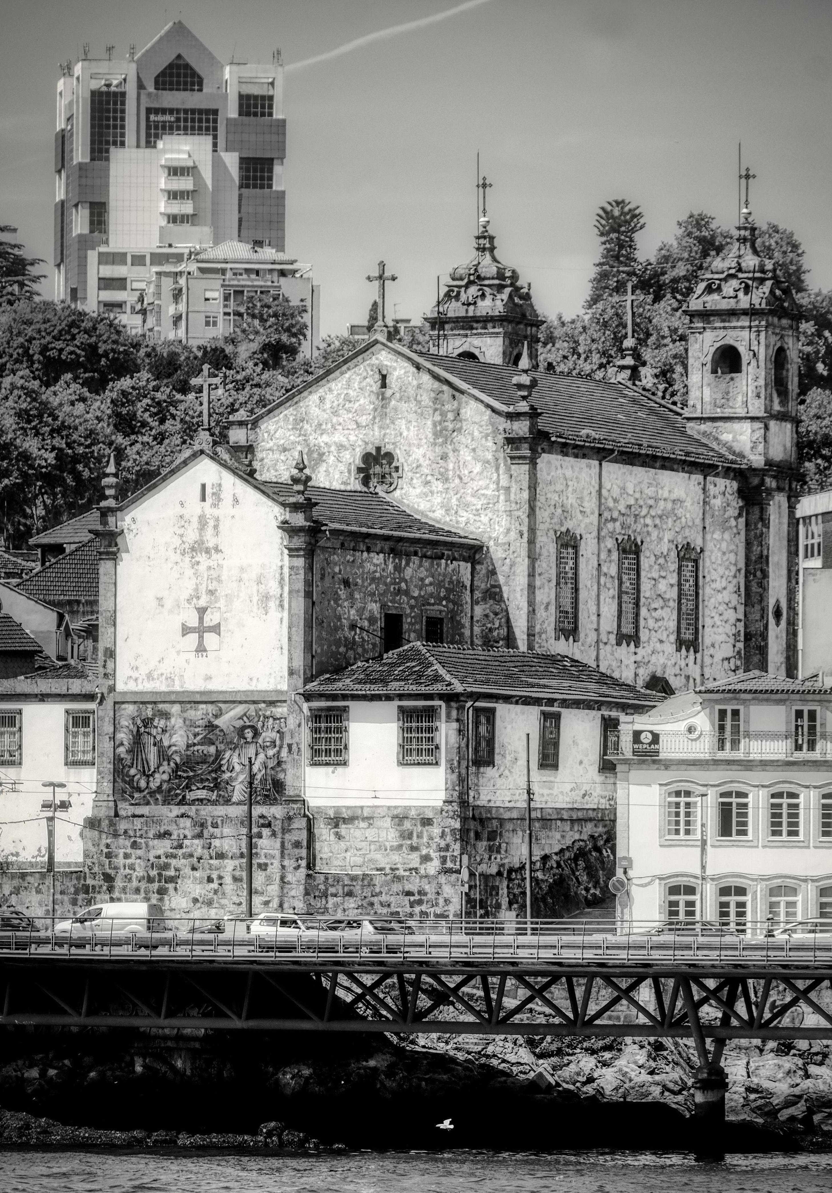 Igreja da Confraria das Almas do Corpo Santo de Massarelos